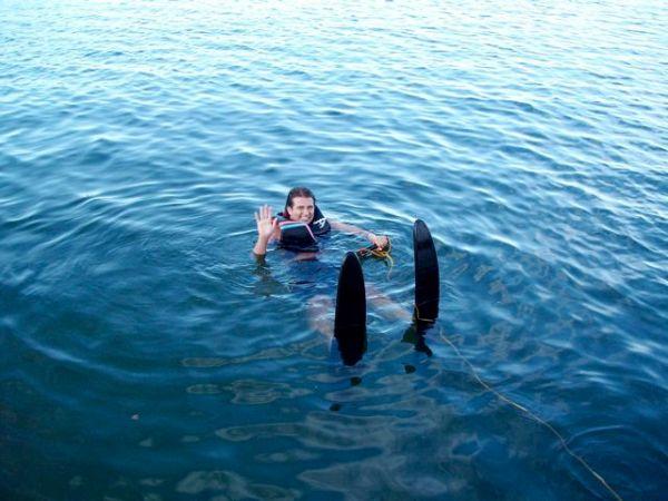 Glen ska åka vattenskidor